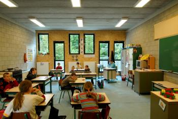 BSBO 'De Bloesem' Sint-Truiden lagere school klaslokaal op eerste verdieping (vergrote weergave in fotogalerij)