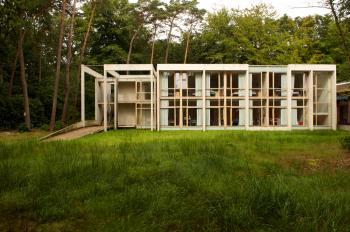 Internaat 'Hof Ten Bos' Brasschaat buitenaanzicht (vergrote weergave in fotogalerij)
