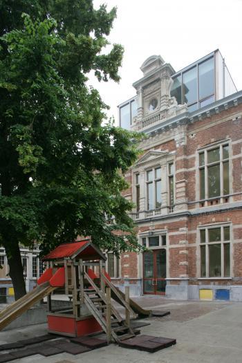 Sint-Joost-aan-Zee voorgevel hoofdgebouw (vergrote weergave in fotogalerij)