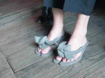 Kunstproject BS 'Sint-Ursula' Laken Vilt slippers (vergrote weergave in fotogalerij)