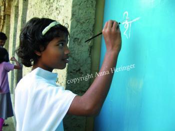 METIschool Rudrapur geveltekening (vergrote weergave in fotogalerij)