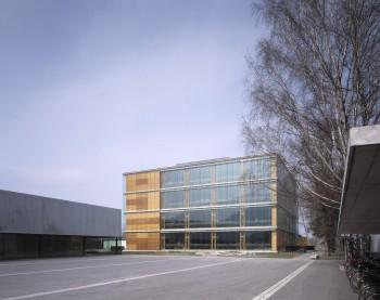Öko-Schule Mäder - voorgevel (vergrote weergave in fotogalerij)