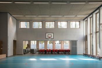 KLIM school turnzaal en refter (vergrote weergave in fotogalerij)