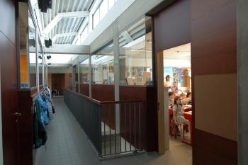 'De Polyglot' Primary School Spiere-Helkijn corridor (enlarged view in image gallery)