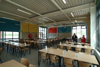 'De Polyglot' Primary School Spiere-Helkijn cafeteria with steel structure (enlarged view in image gallery)